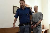 S požadavkem na obnovu procesu, což by podle jeho představ mělo vést ke zmírnění uloženého trestu, neuspěl ve středu u středočeského krajského soudu Jiří B.