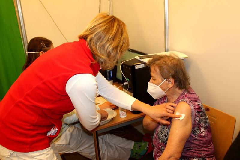 První dny fungování očkovacího centra na jaře 2021.