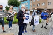 Proti současné vládě a premiérovi Babišovi protestovali lidé na náměstí v Sadské.