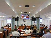 Debaty krajských zastupitelů lze nově sledovat z domova.
