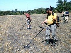 """Za Libicí hledali archeologové """"poklady"""" z dávné doby."""