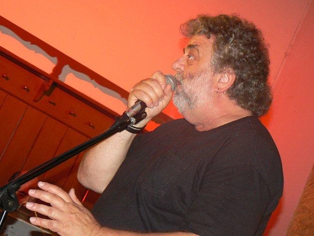 Oskar Petr s Jazz Q na Cejpovně v Nymburce v roce 2011