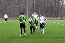 Útočník Tomáš Novotný (s míčem) zřejmě zamíří do nymburského Polabanu. Za něj by mohl přijít Jaromír Martínek.