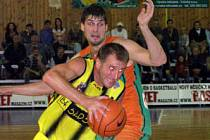 Bude Denis Mujagič (s míčem) ze Sadské patřit opět k tahounům týmu?