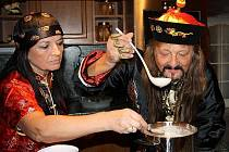 Principál cirkusu Jo-Joo Jaromír Joo se svou ženou Marcelou uvařili thajskou polévku.
