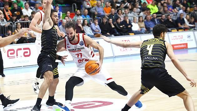 Z basketbalového utkání Ligy mistrů Nymburk - Tenerife (68:78)