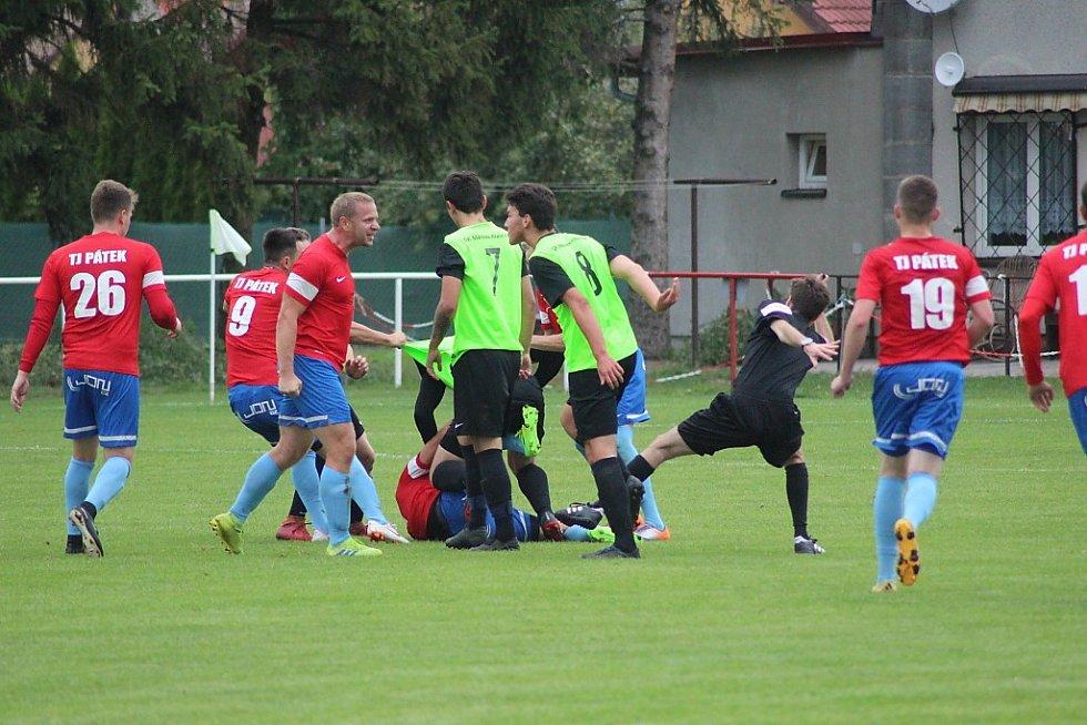 Z fotbalového utkání I.B třídy Pátek - Městec Králové (4:1)