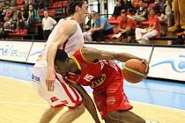 Z basketbalového utkání play off Nymburk - Pardubice (106:72)