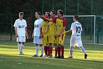 Z fotbalového utkání okresního přeboru Bohemia Poděbrady B - Kostelní Lhota (4:2)