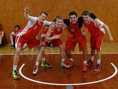MISTŘI REPUBLIKY. Mladí nymburští basketbalisté se stali republikovými šampiony ve hře 3 x 3 na brněnském klání. Díky tomu si vybojovali účast na mistrovství světa středních škol