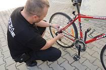 Speciální téměř neviditelné značení pomohlo městské policii k odevzdání jízdního elektrokola pravému majiteli vůbec poprvé.