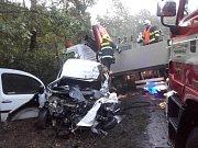 Vážná nehoda přinesla zranění i poškození transformátorů.