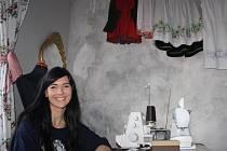 Marie Stará ve svém ateliéru