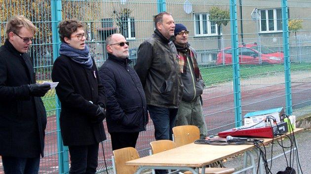 Oslavy Sametu na gymnáziu odstartoval i Ondřej Vetchý