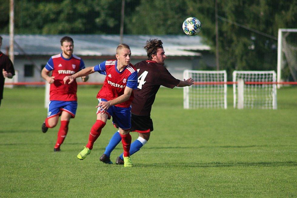 Z fotbalového utkání I.B třídy Městec Králové - Ostrá B (1:2)