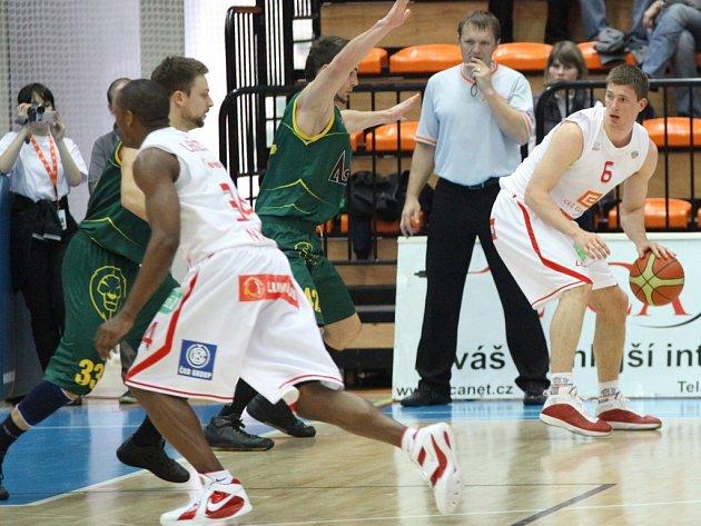 Basketbalisté Nymburka vyhráli i druhý zápas s Levicí
