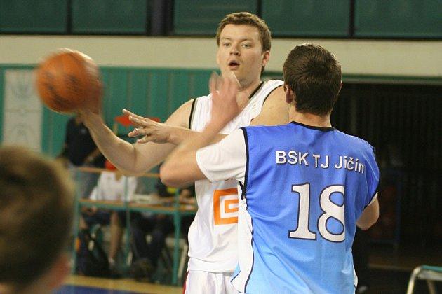 Nymburský Ondřej Motejlek dal v prvním utkání 19 bodů, ve druhém 16.