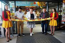 Prodejna s druhým názvem Bažantnice se nachází na Žižkově a nechybí u ní parkoviště pro více než sedmdesát vozů.