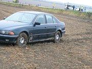BMW v poli u Jiřic