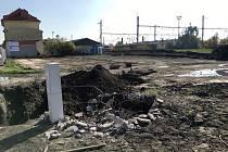 Místo, kde se začíná stavět parkoviště.