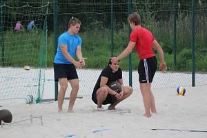 Poděbradští hokejoví junioři nabírali kondici na beachvolejbalových kurtech
