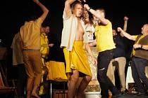 Divadlo U Váňů uvedlo premiéru hry Trubci v Libici nad Cidlinou.