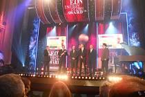 Předání cen Energy Globe ve Vinohradském divadle. Milan Kazda třetí zleva