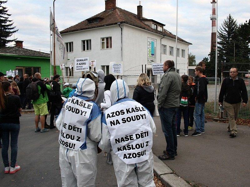Demonstrace proti firmě AZOS CZ v Nymburce.