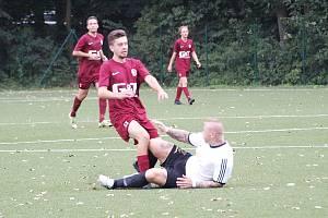 Z fotbalového utkání okresního přeboru Bohemia Poděbrady B - Jíkev (1:5)