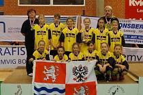 STŘÍBRO. Mladé basketbalistky Sadské získaly na mezinárodním turnaji v Dánsku stříbrné medaile. A to hned ve dvou kategoriích