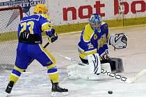 POUZE DVAATŘICET UTKÁNÍ sehrají druholigoví hokejisté Nymburka v základní části letošního ročníku