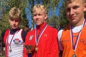 Nejlepší z memoriálu Míry Šeny. Vlevo třetí Šimon Pinkas, uprostřed vítězný Tomáš Hájek a druhý Filip Michajlík z Hradce