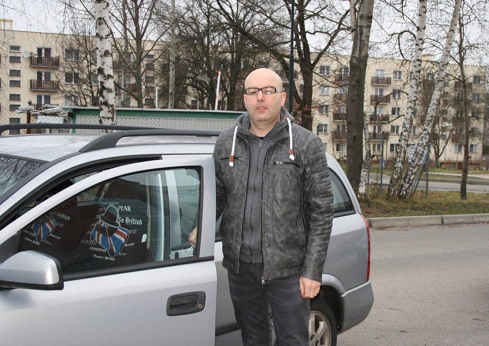 V Milovicích přicházelo k urnám více mladých lidí než v jiných okrscích.