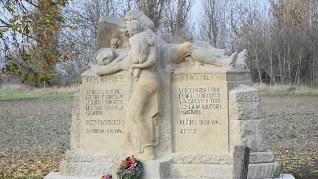 Zrestaurovaný pomník obětem světových válek: