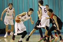 TŘETÍ FLEK. Mladí basketbalisté Nymburka (v bílém) kategorie U17 vybojovali na domácím turnaji  Crystal Bohemia Cup 2018 třetí příčku. Vyhrálo Japonsko, druhá byla česká reprezentace.