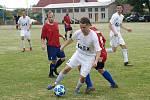 Z fotbalového utkání okresního přeboru Kněžice - Bohemia Poděbrady B (2:2)