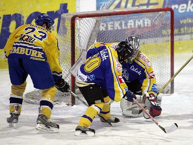 Z hokejového utkání ligy juniorů, ve kterém vyhrál Nymburk nad Pískem (4:1)