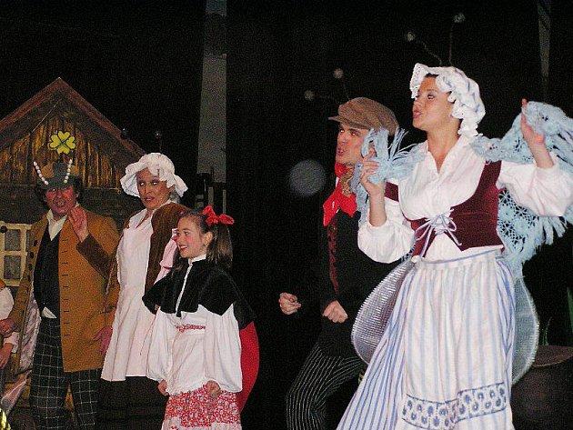 Karafiátovi Broučci létali a připravovali se na zimu v Hálkově městském divadle.