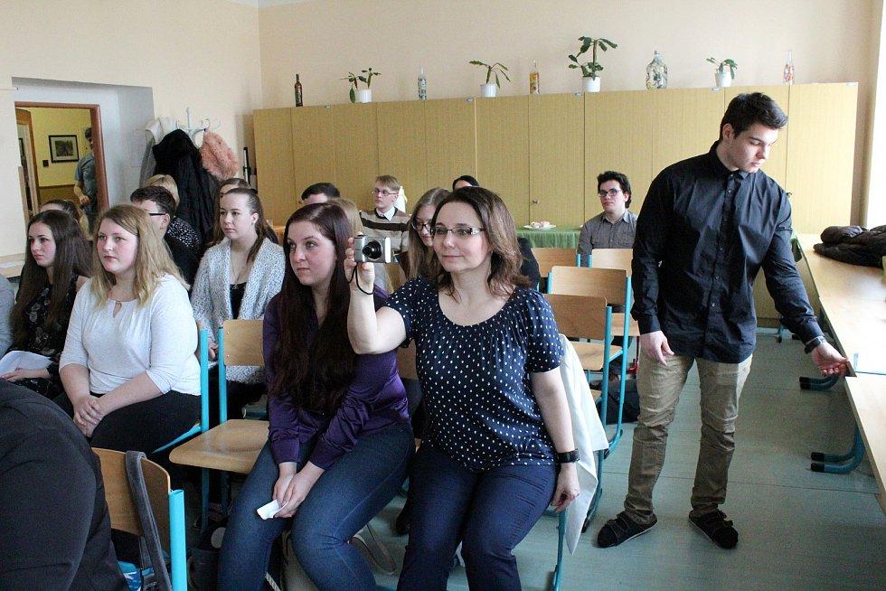 Celkem osm soutěžících se zúčastnilo krajského kola Psychologické olympiády, které se konalo na Střední zdravotnické škole v Nymburce.