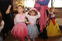 V Přerově nad Labem uspořádalo občanské sdružení Maminky dětem maškarní ples.