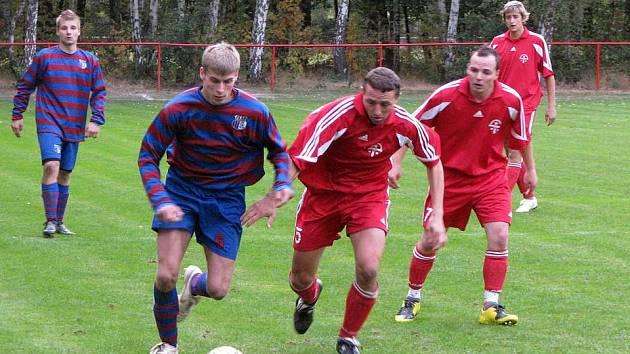 Z utkání I.B třídy Loučeň - Tupadly (2:2).