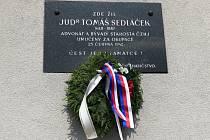 Pamětní deska na domě v Sedláčkově ulici na Zálabí.