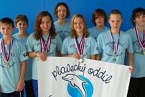 Pětadvacet medailí si vyplavali borci Lokomotivy Nymburk