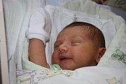 O VOJTÍŠKOVI SE VĚDĚLO PŘEDEM. Vojtěch OUPICKÝ  přišel na svět 12. října 2015 tak, aby stihl večerníček, bylo 18.58 hodin. První miminko maminky Kristýny a táty Vaška vážilo 3 830 g a měřilo 51 cm. Všichni jsou  z Milovic.