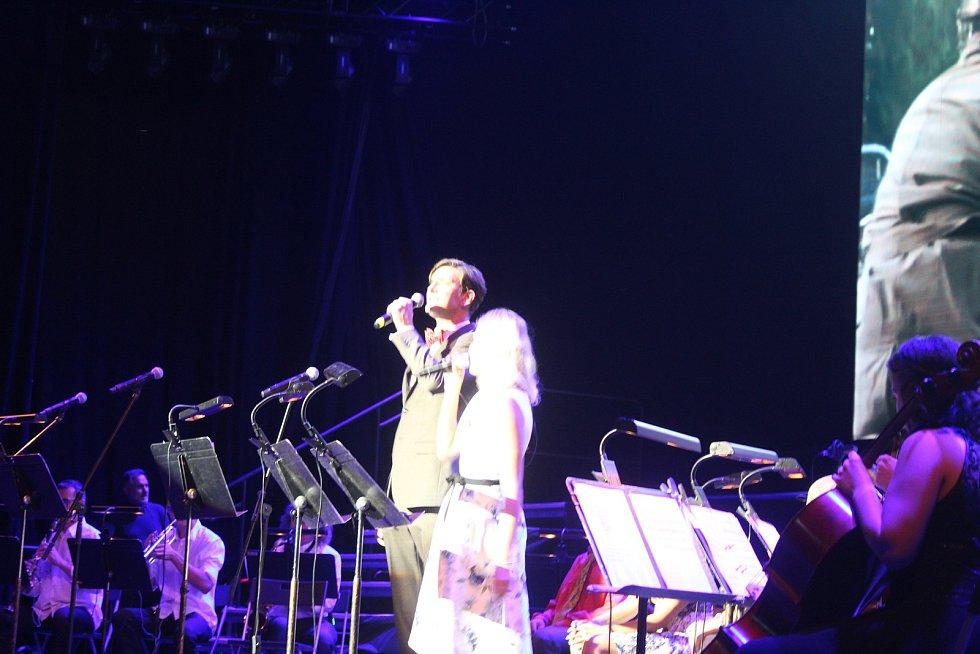 Koncertní hala u Jezara představila světovou premiéru koncertního provedení filmu Šakalí léta.