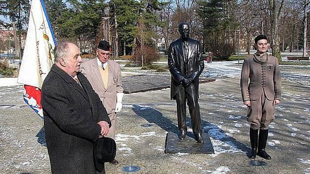 Socha TGM v lázeňském parku, kde si veřejnost každoročně připomíná významná výročí spojená s působením prvního československého prezidenta. Nyní by mohl vyrůst další památník k připomenutí 100 let od založení republiky.