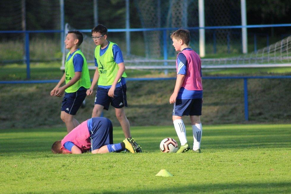 Na hřištích FK Kolín je zase hodně živo