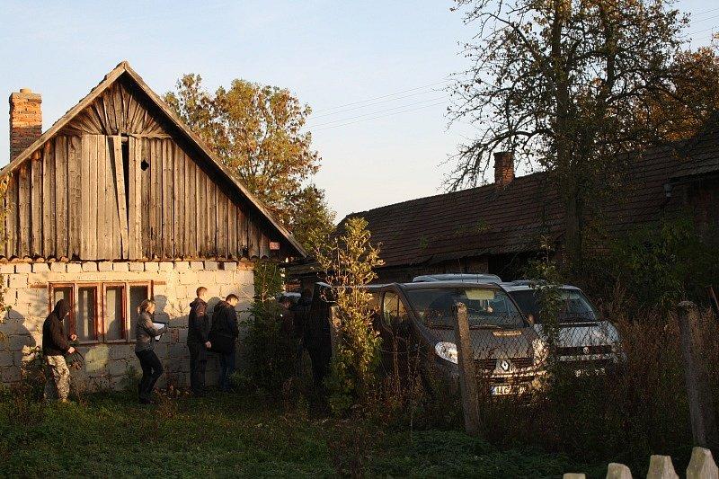 Detektivové se vrátili do stodoly smrti