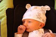 MATYÁŠ Z VELKÉHO ZBOŽÍ. Matyáše ANTOŠE přinesl čáp 29. října 2015 v 9.31 hodin. V povijanu nesl miminko s mírami 2 640 g a 46 cm. Rodiče Lucie a Jaroslav věděli, že si domů odvezou jako prvního synka.