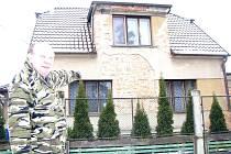 Dům, který manželé Vrzalovi na základě smlouvy řádně koupili, včas zaplatili a začali opravovat. Přesto se z něj mají vystěhovat.